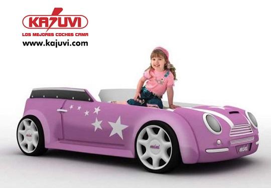 Cama con forma de coche también para niñas